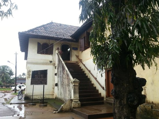 Mattancherry Palace : The entrance to the museum atop a stairway
