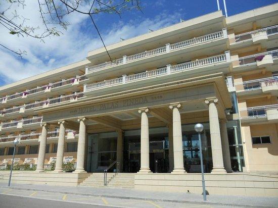 Entr e de l 39 hotel picture of palas pineda la pineda for Entree hotel