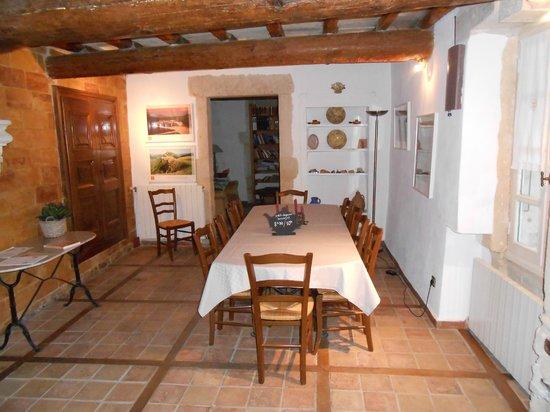 Domaine Saint Luc : Eating area