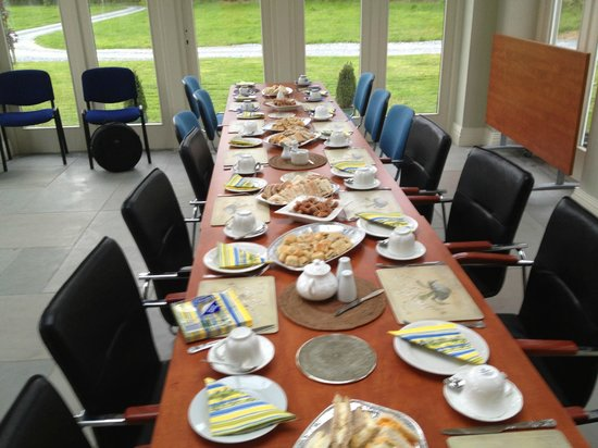 Coolefield House: Breakfast room set up for our Gathering.