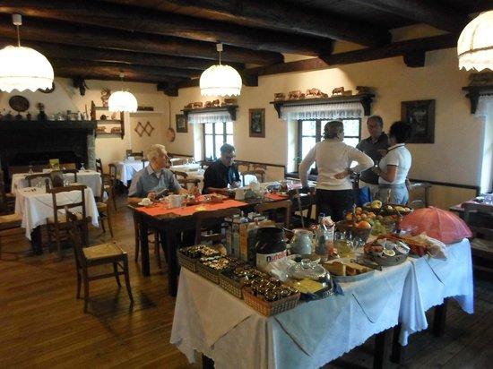 Albergo Lago Laux: la sala colazione ed il ricco buffet