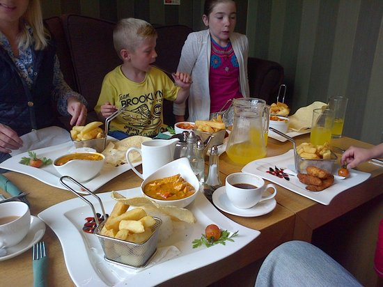 Everglades Hotel: Lunch for the clan at the Everglades