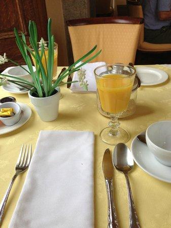 Tredethy House: Frühstückstisch