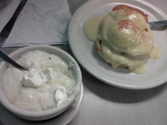 Cortez Cafe: Grits and Eggs Benedict