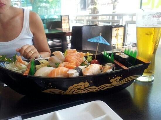 Barca sushi e Kirin Ichiban media
