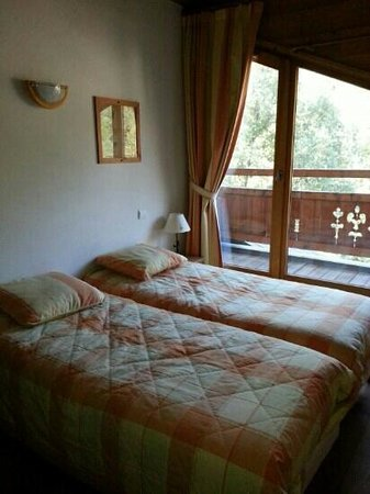 Lagrange Vacances Le Hameau du Rocher Blanc : chambre avec terrasse
