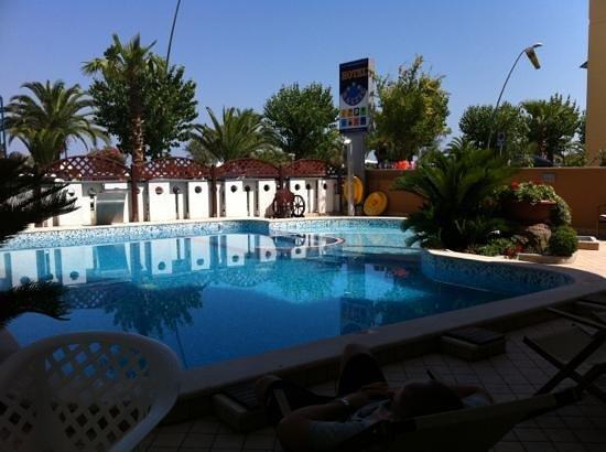 Hotel Baltic: La piscina