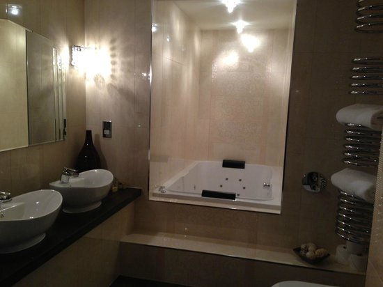 Applegarth Villa and Restaurant: Bathroom