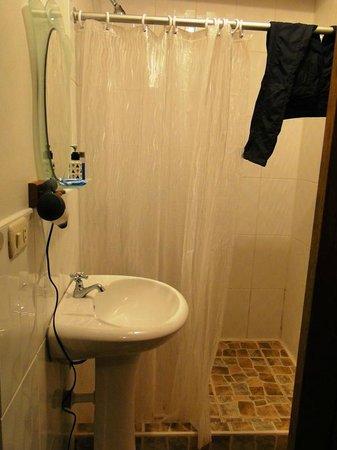El Mistico  Machupicchu: Banheiro (tem até secador cabelo)