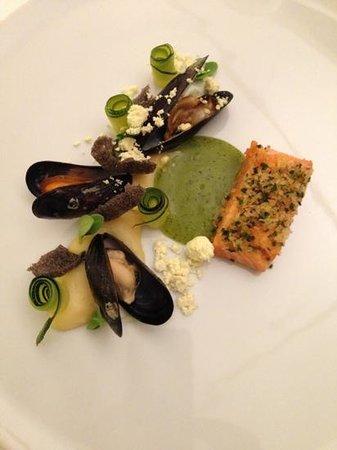 Duo Restaurant: saumon croûte de panko et zestes de citron, moules