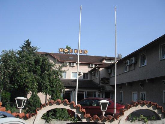 Hotel Galerija: Vooraanzicht hotel