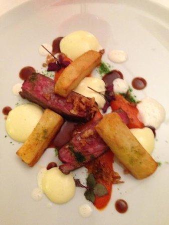 Duo Restaurant: entrecôte blanc bleu, pommes Pont Neuf, purée de poivrons rouges, mousseline très aérienne