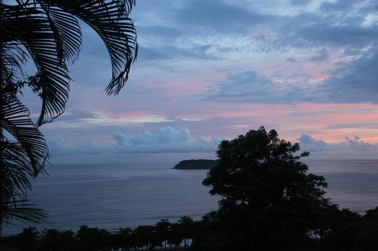 Hotel Costa Verde: Gorgeous sunset view from our balcony!