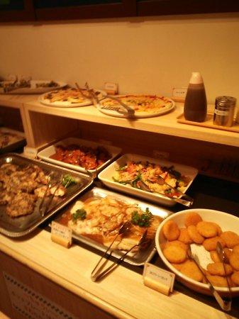 Sylvanian-Families Kitchen : 3.02.02【シルバニア森のキッチン】ビュッフェの料理
