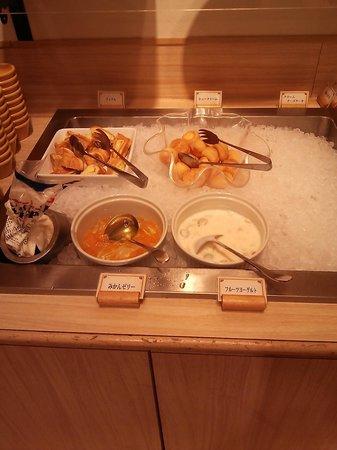 Sylvanian-Families Kitchen : 3.02.02【シルバニア森のキッチン】ビュッフェのデザート