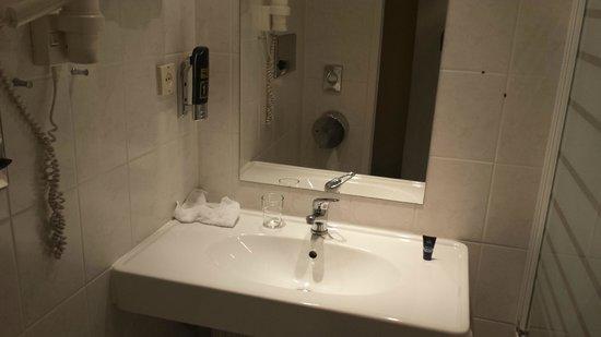 Savoy Hotel Frankfurt: Bathroom
