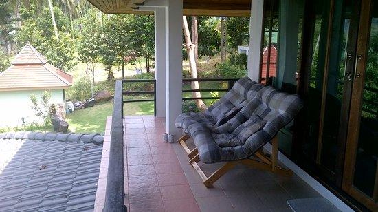 Resolution Resort: Очень удобные кресла на балконе-террасе
