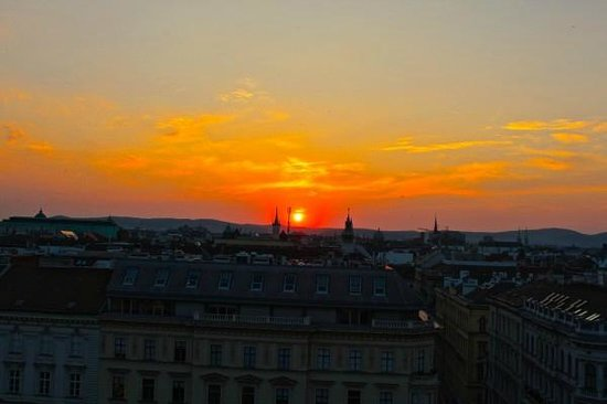 The Ritz-Carlton, Vienna: Sunset from the rooftop bar