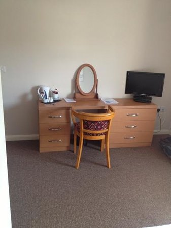The Begelly Arms Hotel: tv and dressing table