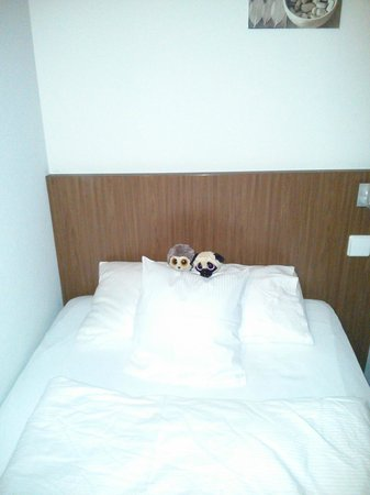 Balance-Hotel: my daughter's bed as it was set by the chambermaid