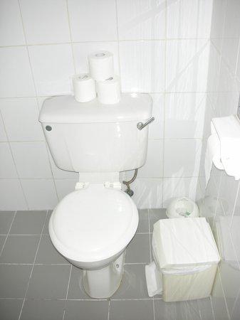 Estella Hotel Apartments: WC