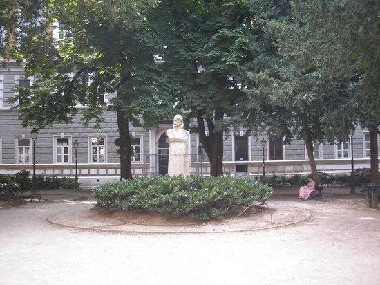 Citta Vecchia (Old City) : Piazza Attilio Hortis