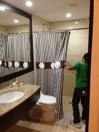 Hotel Chacao & Suites : baño impecable.. punto a favor