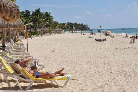 Mahekal Beach Resort: Hotel beach busiest on Sunday pm with locals otherwise very private