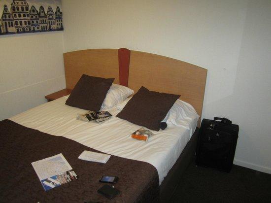 Hotel Nes: Bed