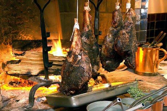 Le Yaca French Restaurant: Leg of lamb.