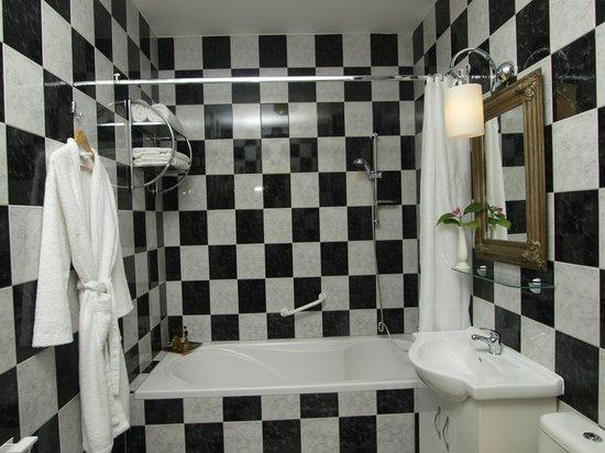 Hotel Puntijar: Bathroom