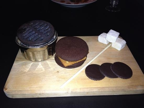 Sweet Kitchen & Bar: s'mores with homemade marshmallows and cookies
