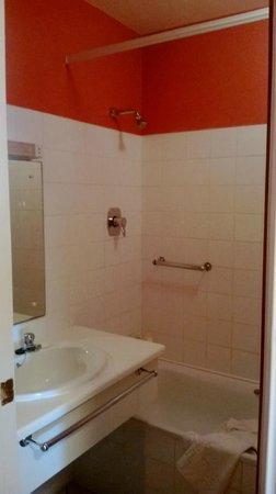 White Sands Hotel: Bathroom
