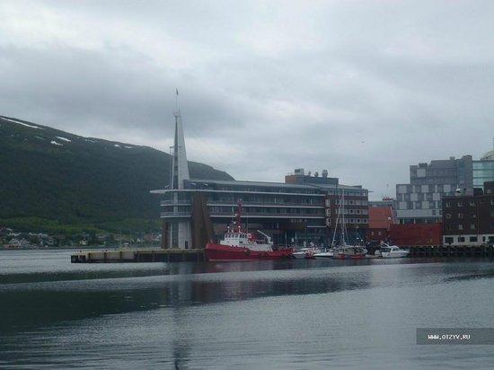 Scandic Grand Tromso: Вид отеля от Полярного музея Тромсё