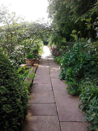 Renishaw Hall: Pleasant pathway