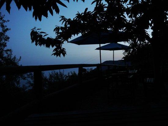 B&B Villa Pietra Fiore : coucher de soleil de la terrasse devant notre chambre