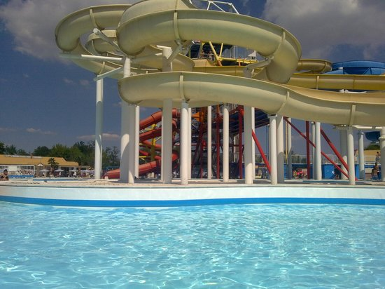 Gli scivoli del parco foto di acquatica park milano tripadvisor - Piscina acquatica park ...
