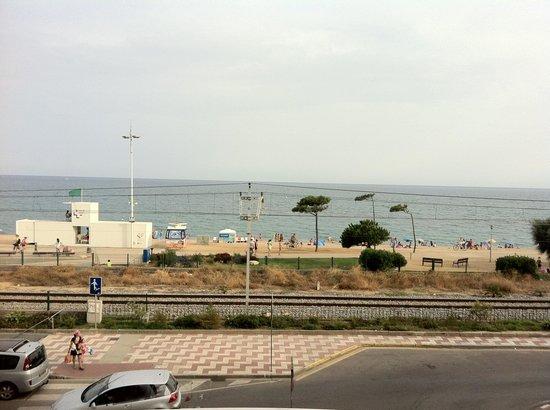 Sorrabona Hotel: Vue mer.....voitures et trans