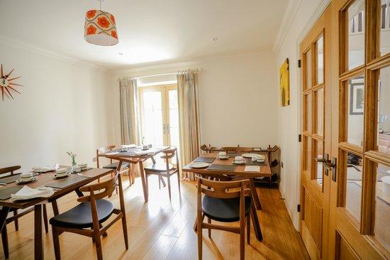 Beckfords View Bed & Breakfast: Retro breakfast room