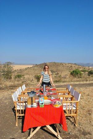Nieleze Serengeti Camp : Bush breakfast