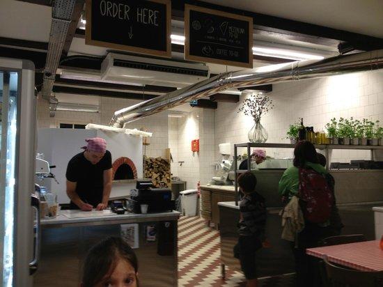 Banco e cucina: ecco i due baldi giovani! - Picture of da portare ...