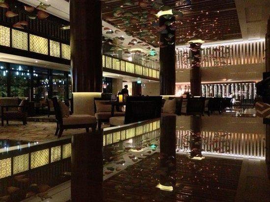 Sheraton Grand Hangzhou Wetland Park Resort: Night in the Lobby Lounge