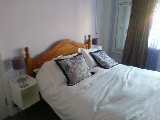 34 Lee Road : Lilac room bed - lovely and comfy!
