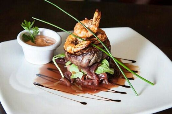 Harrys on the Green: Harry's delicious surf and turf!