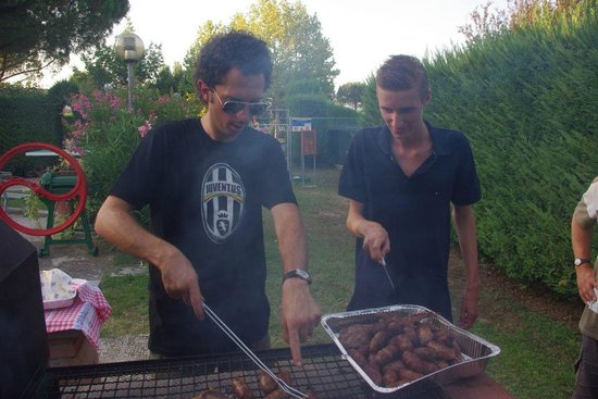 Agriturismo La Piana: La grigliata con il mitico Francesco e un ospite olandese.