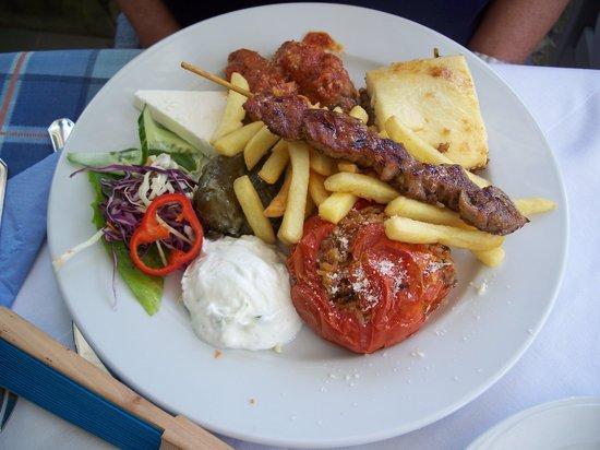 Medusa Restaurant : Greek PLate