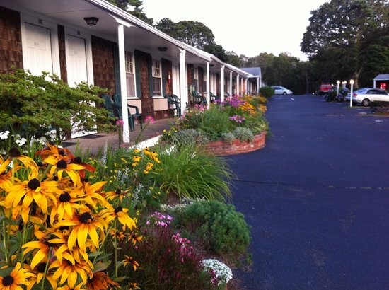 The Chatham Motel: Landscaping and facilities