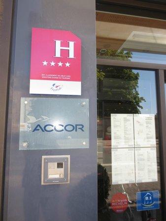 Novotel Suites Reims Centre: A 4 star Hotel signage