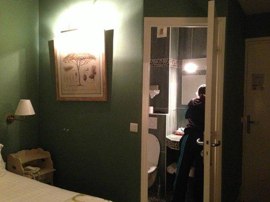 Hotel Etoile Pereire: Camera 108 / Room 108