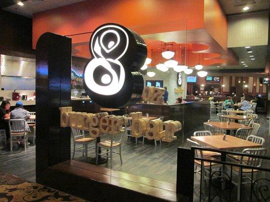 8oz Burger Bar: restaurant in casino